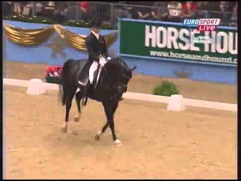 Edward Gal – Moorlands Totilas 92.300% FEI 2009 UK London.avi